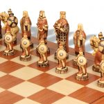 sac_chess_set_battle_of_hasting_mahogany_close_up_light_pieces_1200__27092-1434648303-1280-1280